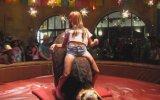 Seksi Kızdan Rodeo Şov