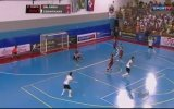 Futsal Maçında Kaleciden 2 Çılgın Gol!