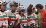 """Bisikletçiler """"TCG Nusret"""" gemisi önünde hatıra fotoğrafı çektirdi - ÇANAKKALE"""