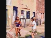Kavgada Köpeği Sopa Olarak Kullanan Kız